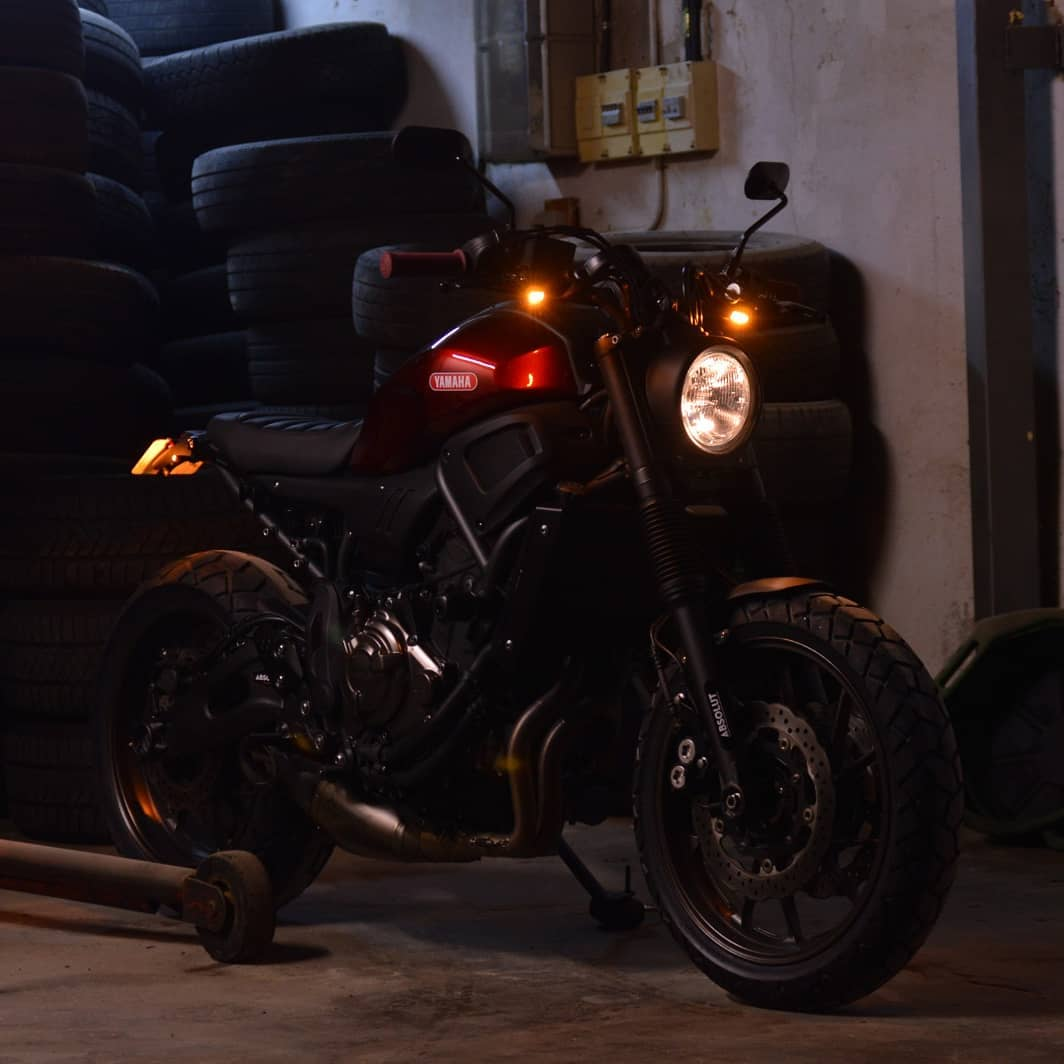 Class in the dark. One of our first builts. Simple and sexy. #yamaha #xsr700 #fastersons @fastersonsfans #custommade #caferacer #scrambler #tracker #motorcyclesofinstagram