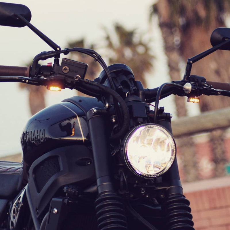Friday mood 💣💣💣 ⚡⚡⚡ #yamaha #xsr700 #fastersons @fastersonsfans #custommade #caferacer #scrambler #tracker #motorcyclesofinstagram #supermoto #streettracker #caferacerbarcelona #justride #caferacerxxx